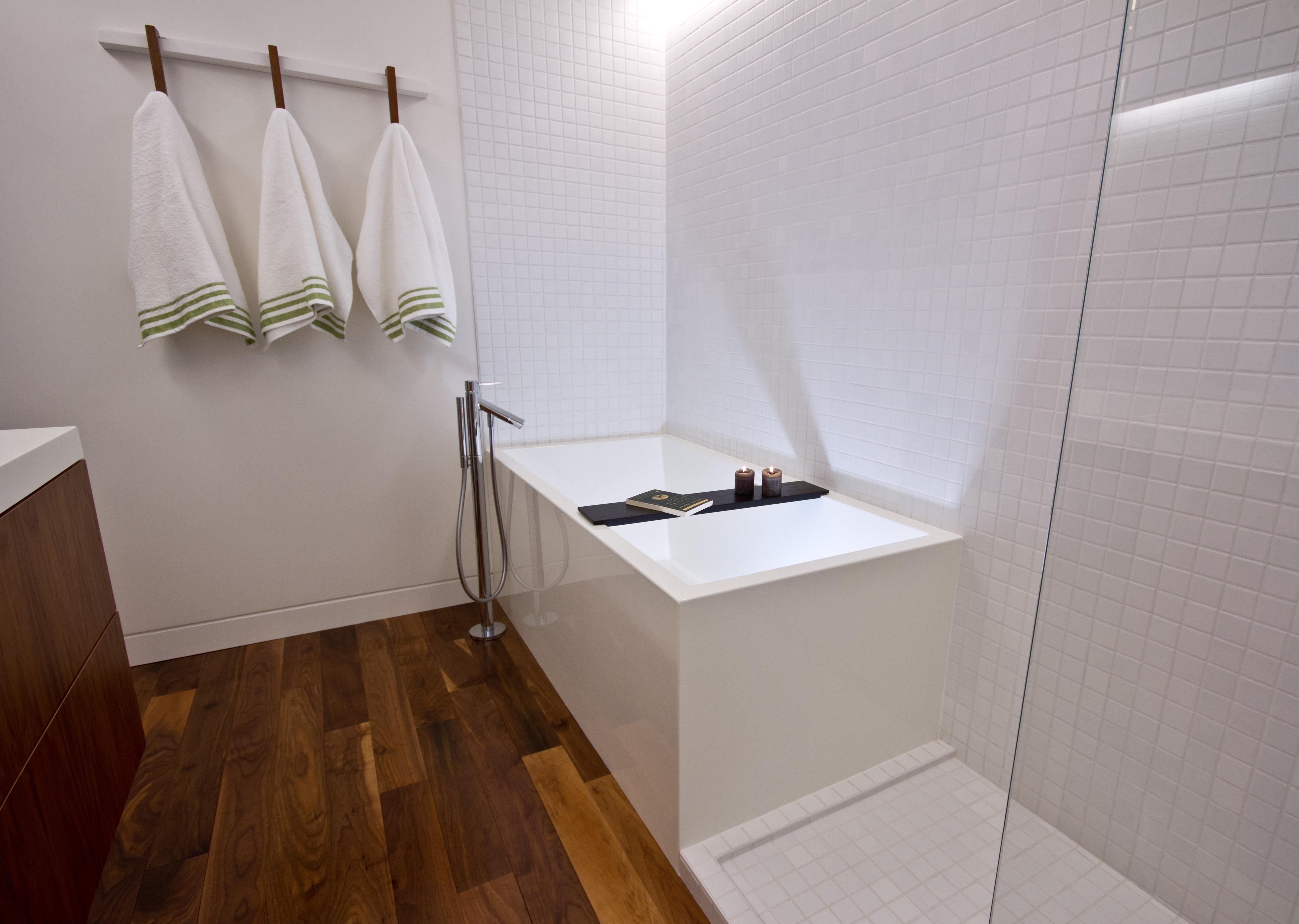 New Scandinavian Bathroom Decor With Modern Backsplash Design